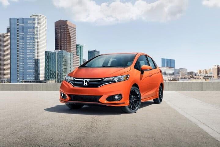 10 mẫu ôtô phù hợp cho người mới tập lái - Hình 1