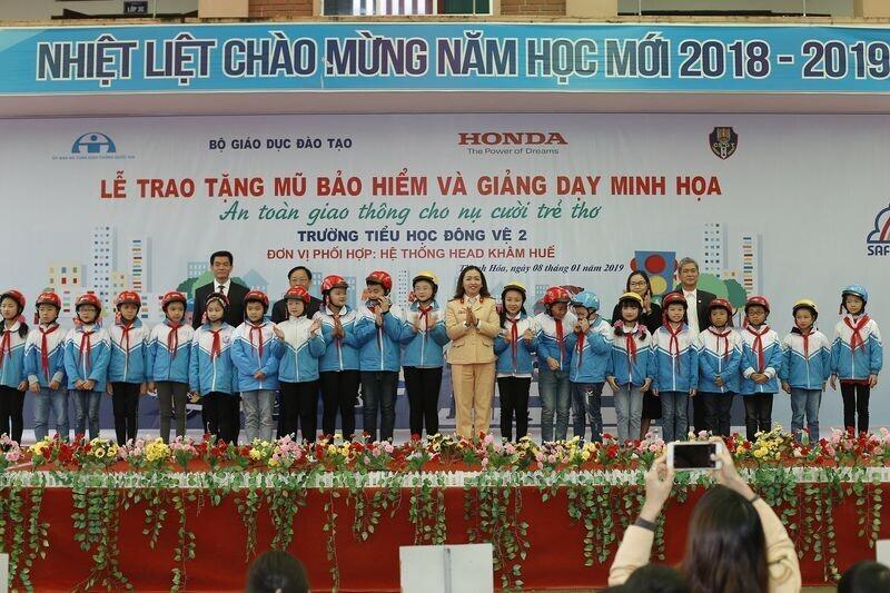 11-nam-mot-chang-duong-vi-an-toan-giao-thong-cho-nu-cuoi-tre-tho-5.jpg