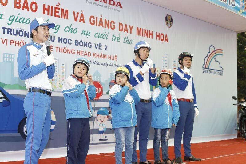 11-nam-mot-chang-duong-vi-an-toan-giao-thong-cho-nu-cuoi-tre-tho-6.jpg