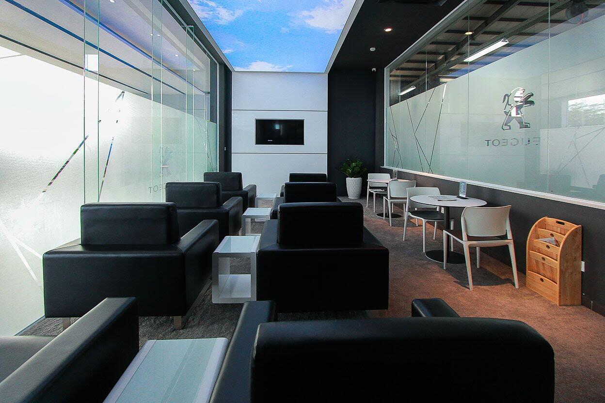 3 showroom Peugeot mới chính thức hoạt động - Hình 17