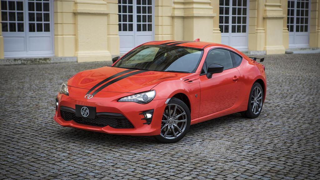 8 chiếc coupe thể thao giá tương đương Toyota Camry - Hình 1