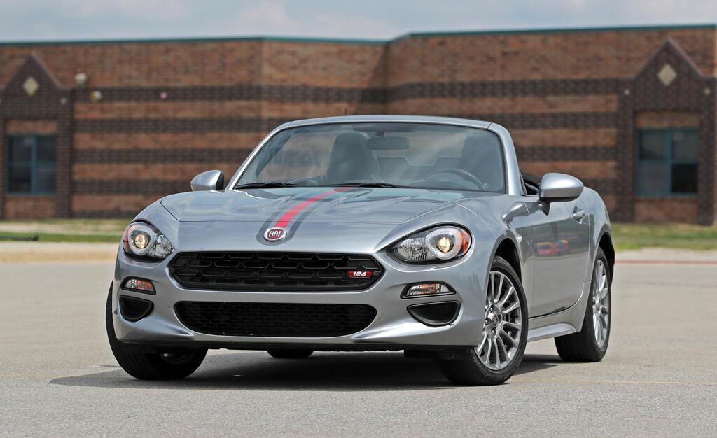 8 chiếc coupe thể thao giá tương đương Toyota Camry - Hình 3