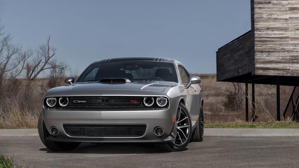 8 chiếc coupe thể thao giá tương đương Toyota Camry - Hình 8