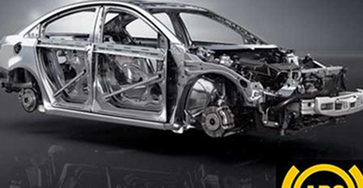 Khung sườn làm bằng thép chịu lực chắc chắn bảo vệ tài xế và hành khách trong xe