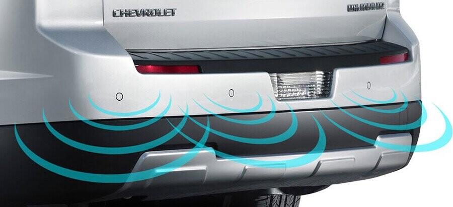 Hệ thống cảm biến lùi giúp bạn dễ dàng đỗ và lùi xe trong mọi tình huống