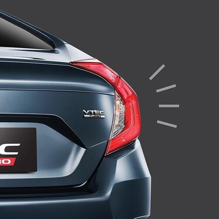 Đèn báo phanh khẩn cấp tự động kích hoạt khi xe dừng đột ngột
