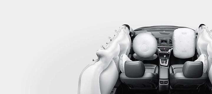 Elantra được trang bị 6 túi khí, giúp đảm bảo an toàn cho toàn bộ người lái