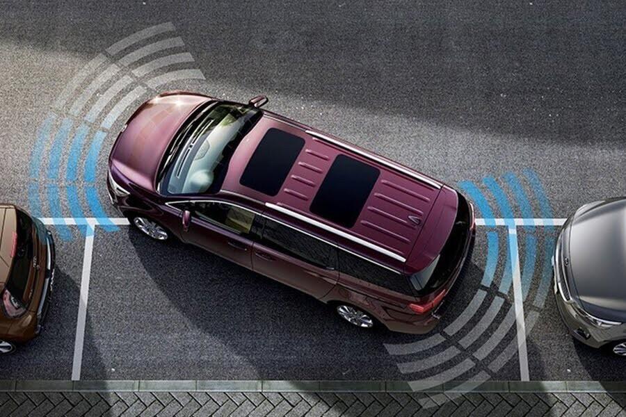 Cảm biến sau cùng camera lùi giúp mang đến độ an toàn và sự tiện lợi tối đa cho người lái
