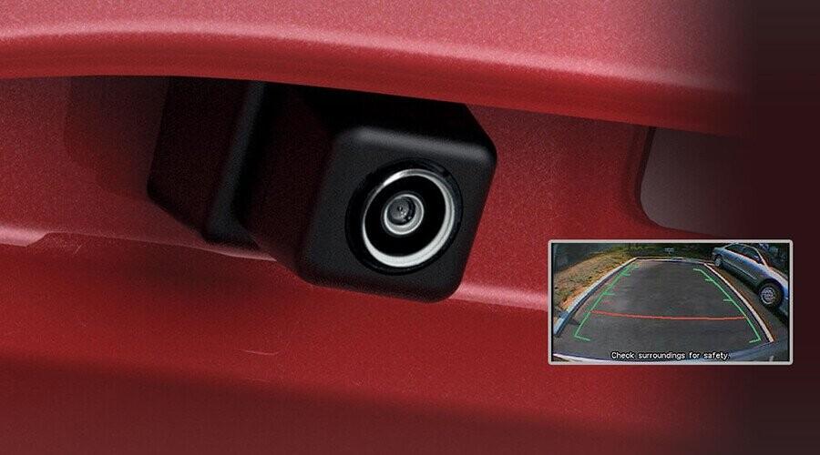 Camera lùi giúp người lái có tầm quan sát tốt trong khi lùi xe