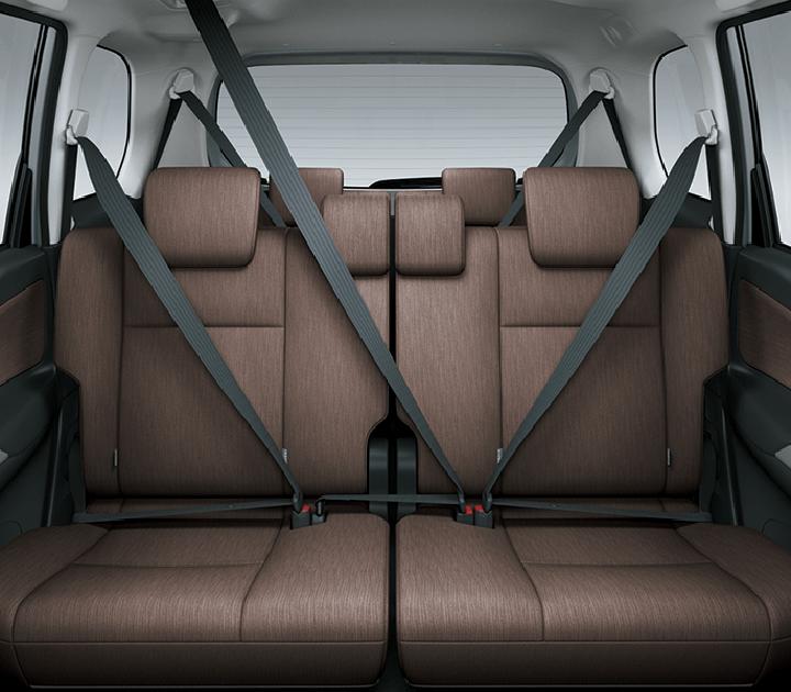 Dây an toàn 3 điểm được trang bị ở tất cả các vị trí ghế ngồi
