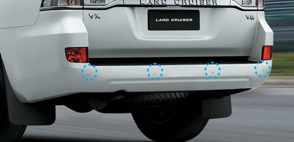 Cảm biến lùi 4 vị trí giúp cảnh báo sớm các chướng ngại vật. Hạn chế va chạm, bảo vệ an toàn cho người lái và xe.