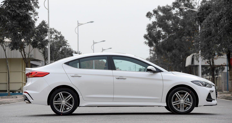 Ảnh chi tiết Hyundai Elantra Sport 2018 - Hình 3