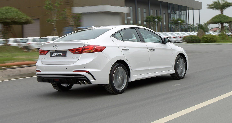 Ảnh chi tiết Hyundai Elantra Sport 2018 - Hình 4