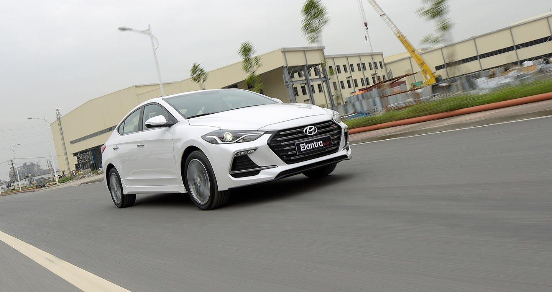 Ảnh chi tiết Hyundai Elantra Sport 2018 - Hình 5