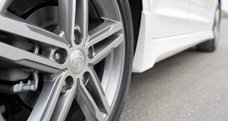 Ảnh chi tiết Hyundai Elantra Sport 2018 - Hình 9