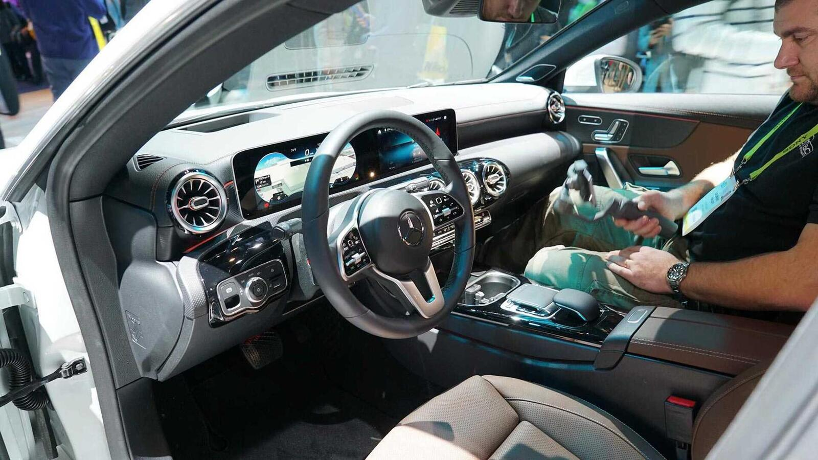 Ảnh thực tế Mercedes-Benz CLA 2020 thế hệ hoàn toàn mới tại Mỹ - Hình 12