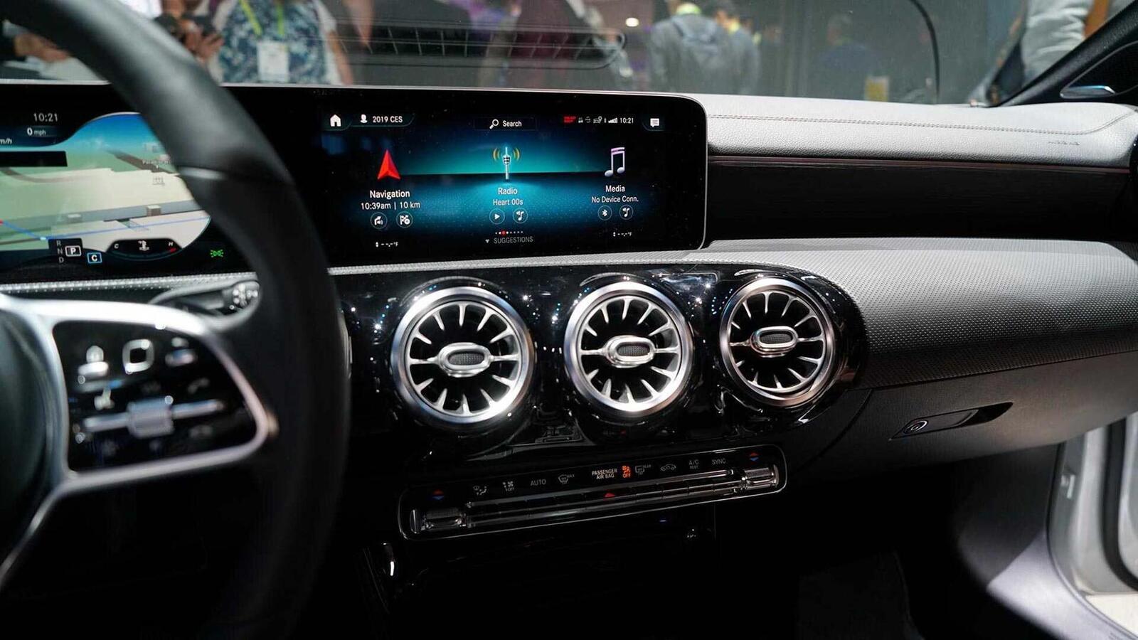 Ảnh thực tế Mercedes-Benz CLA 2020 thế hệ hoàn toàn mới tại Mỹ - Hình 14