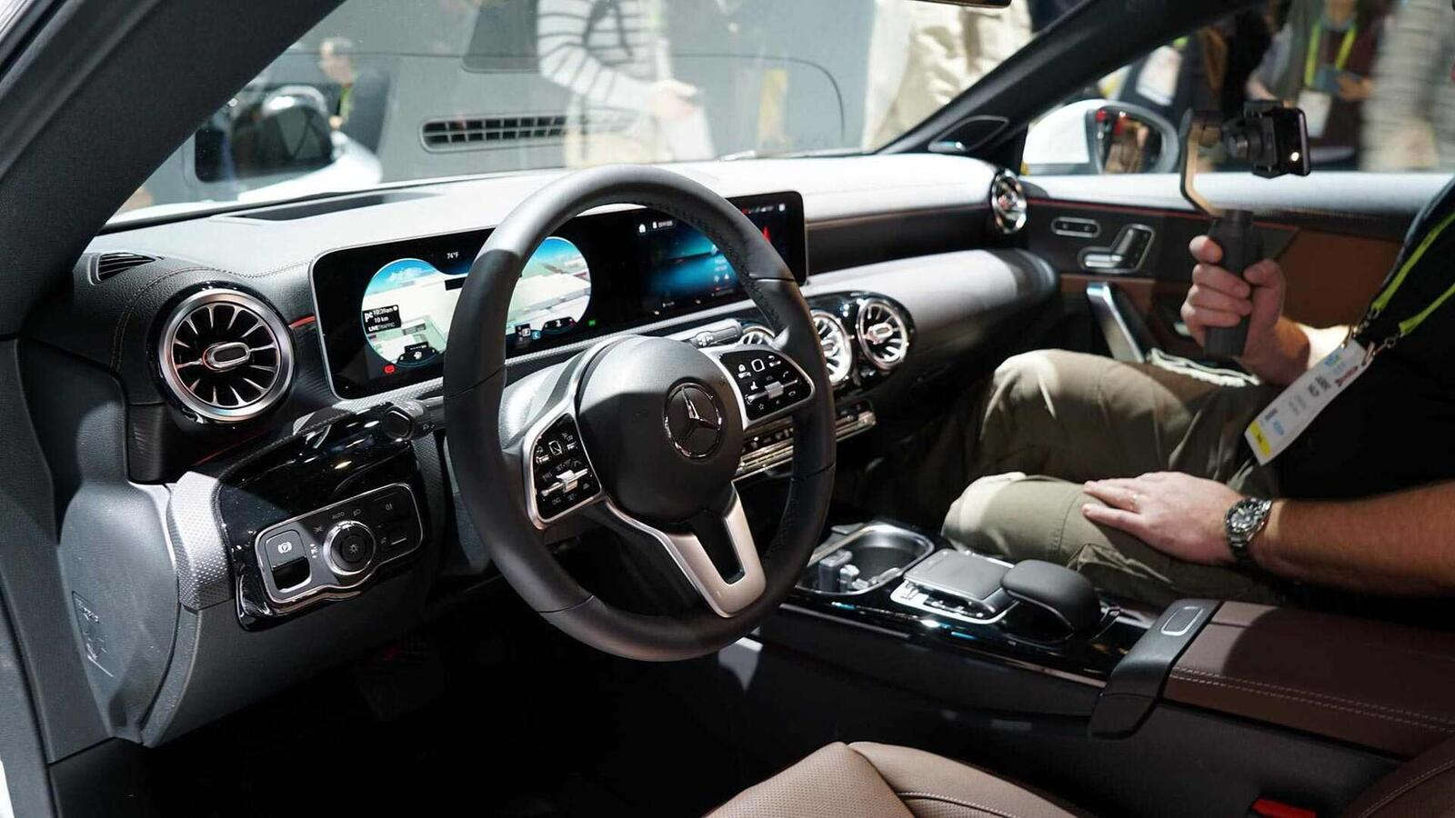 Ảnh thực tế Mercedes-Benz CLA 2020 thế hệ hoàn toàn mới tại Mỹ - Hình 18