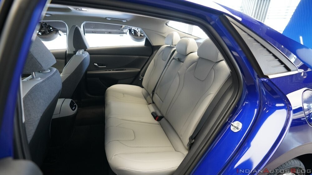 2021-hyundai-elantra-interior-rear-seats-7077.jpg