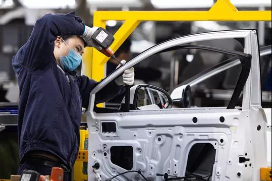 Anh tìm tới các hãng xe lớn như Ford và Honda xin trợ giúp... sản xuất thiết bị y tế chống COVID-19