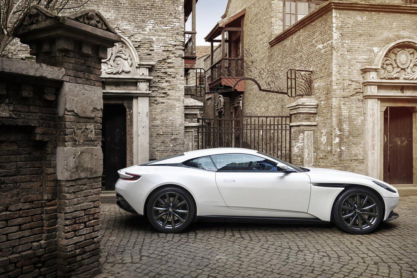 Aston Martin DB11 có thêm phiên bản động cơ tăng áp kép V8 - Hình 3