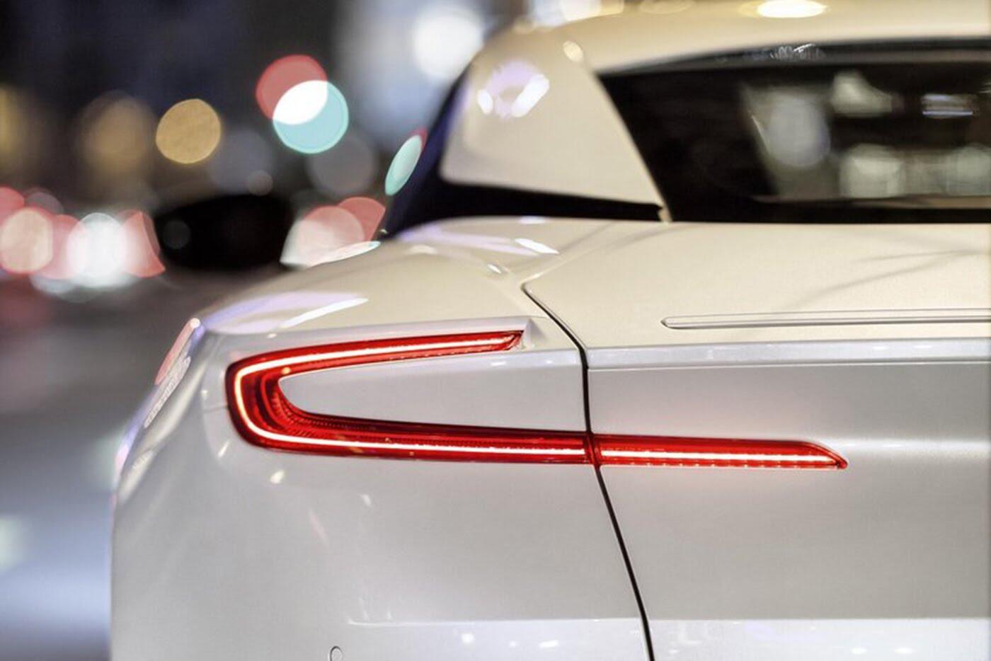 Aston Martin DB11 có thêm phiên bản động cơ tăng áp kép V8 - Hình 6