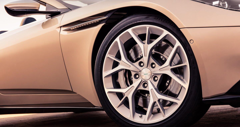 Aston Martin DB11 Volante trình làng với phong cách gợi cảm - Hình 4