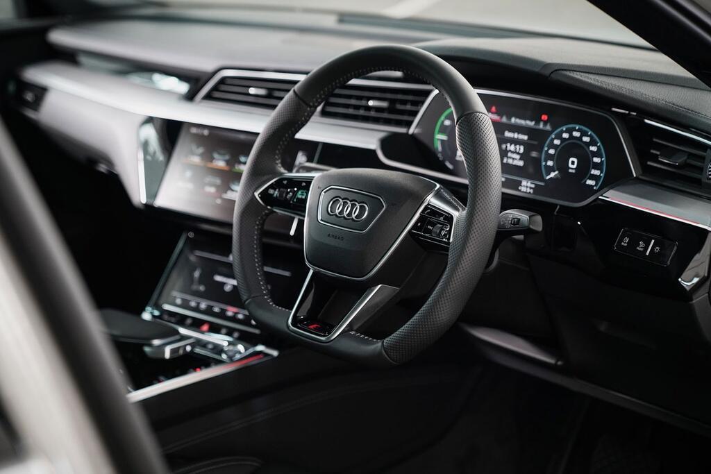 audi-e-tron-sportback-co-gia-170-000-usd-tai-thai-lan