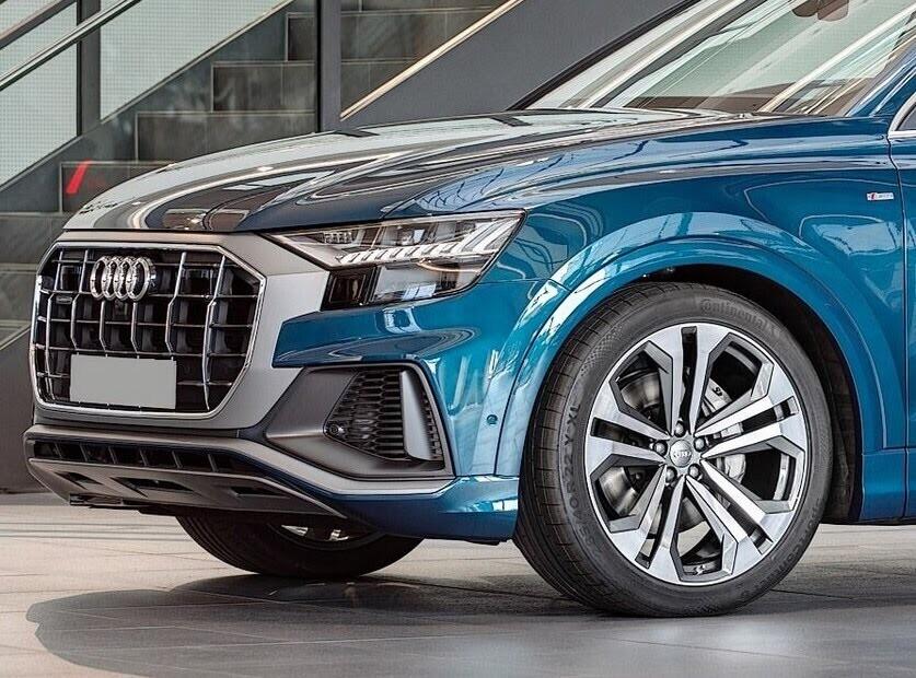 Audi Q8 tuyệt đẹp trong màu xanh ngọc bích - Hình 4