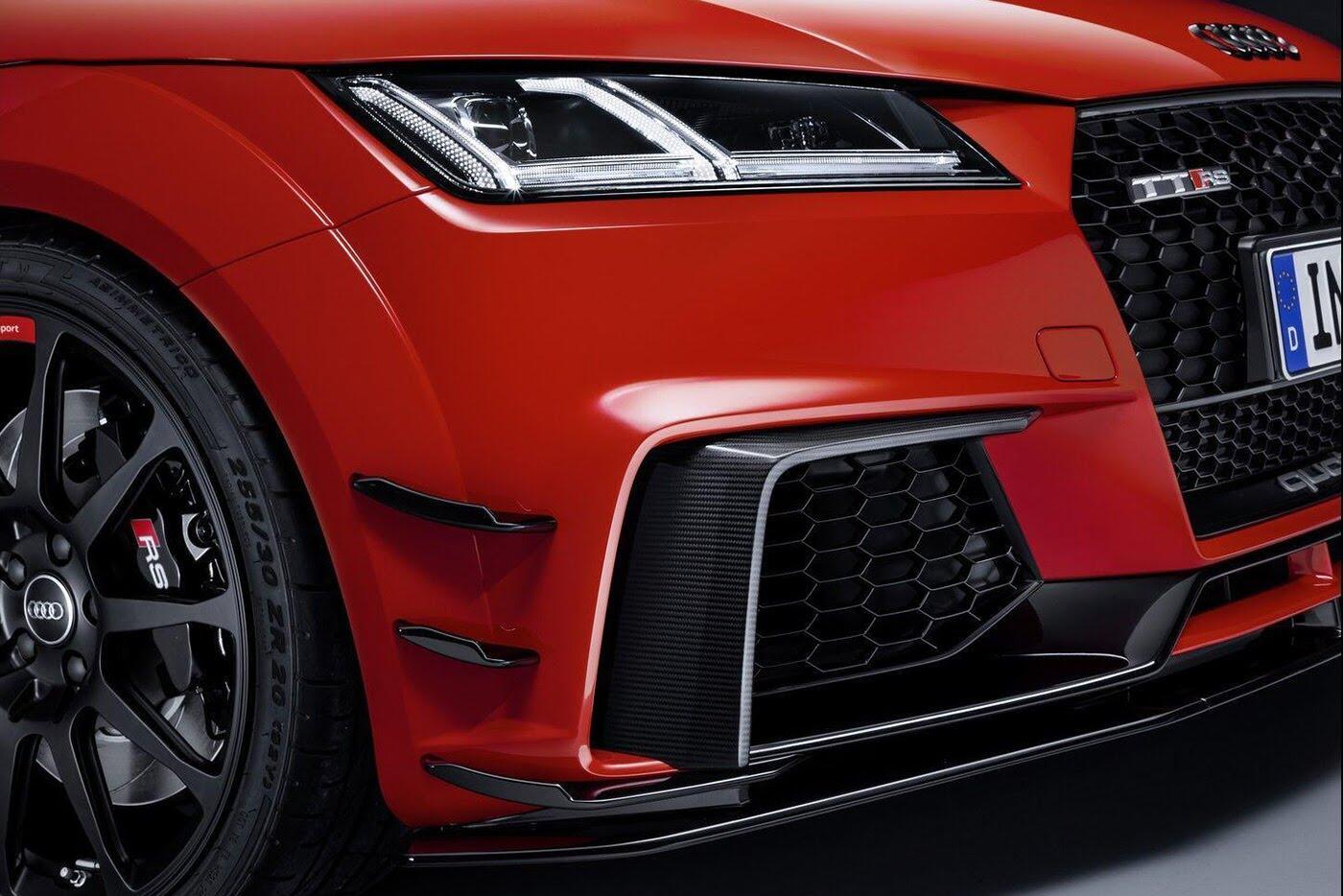 """Audi R8 và TT RS đẹp """"ngỡ ngàng"""" với trang bị thể thao - Hình 2"""