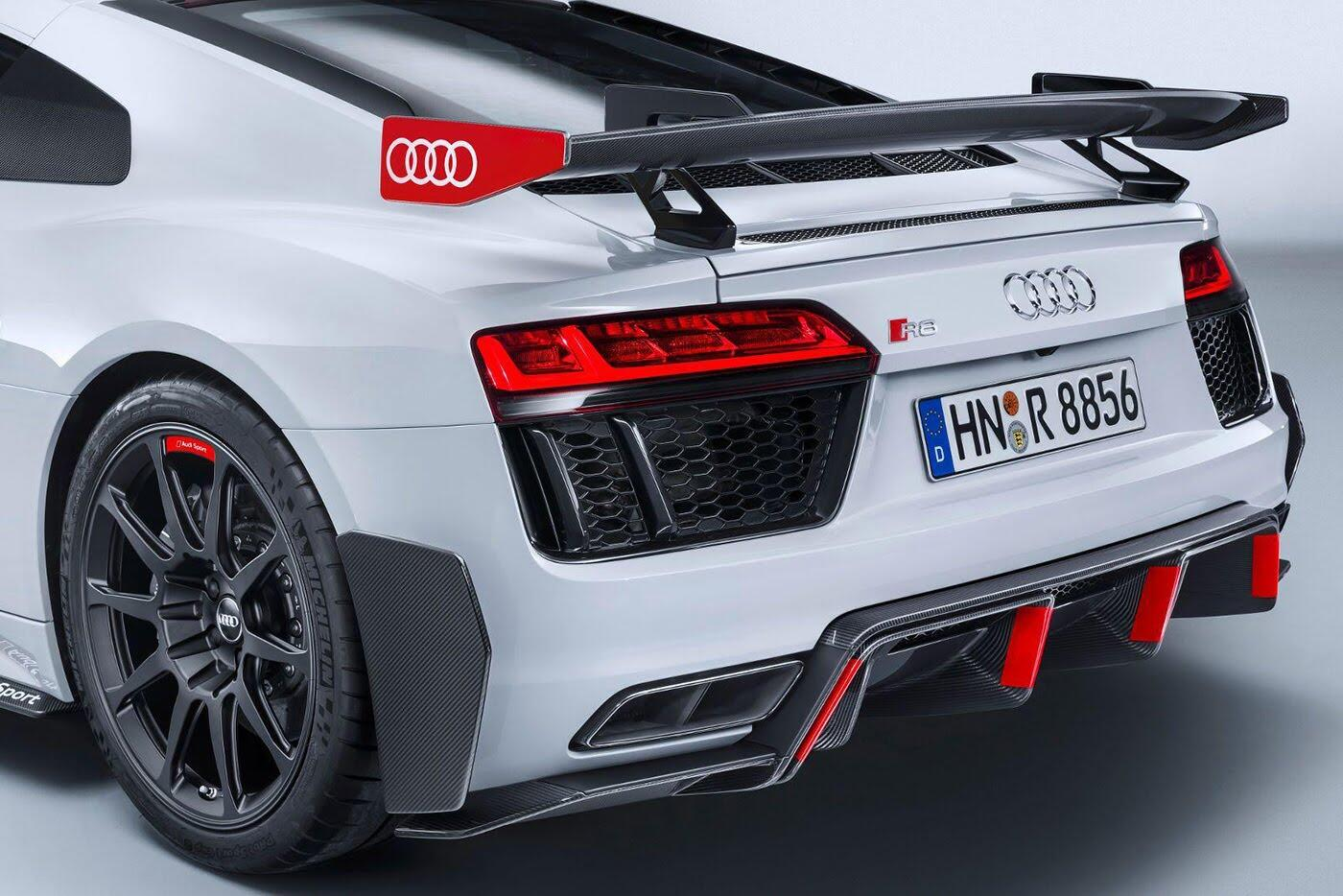 """Audi R8 và TT RS đẹp """"ngỡ ngàng"""" với trang bị thể thao - Hình 10"""
