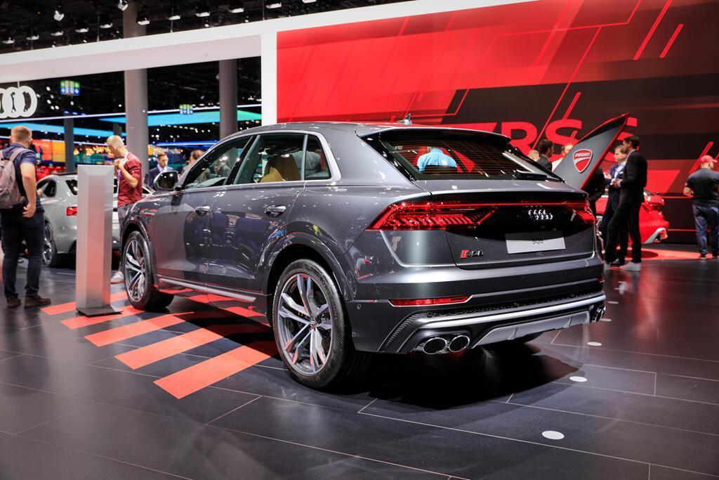 audi-sq8-2020-cuc-manh-voi-dong-co-diesel-v8-bat-chap-be-boi-khi-thai-3.jpg