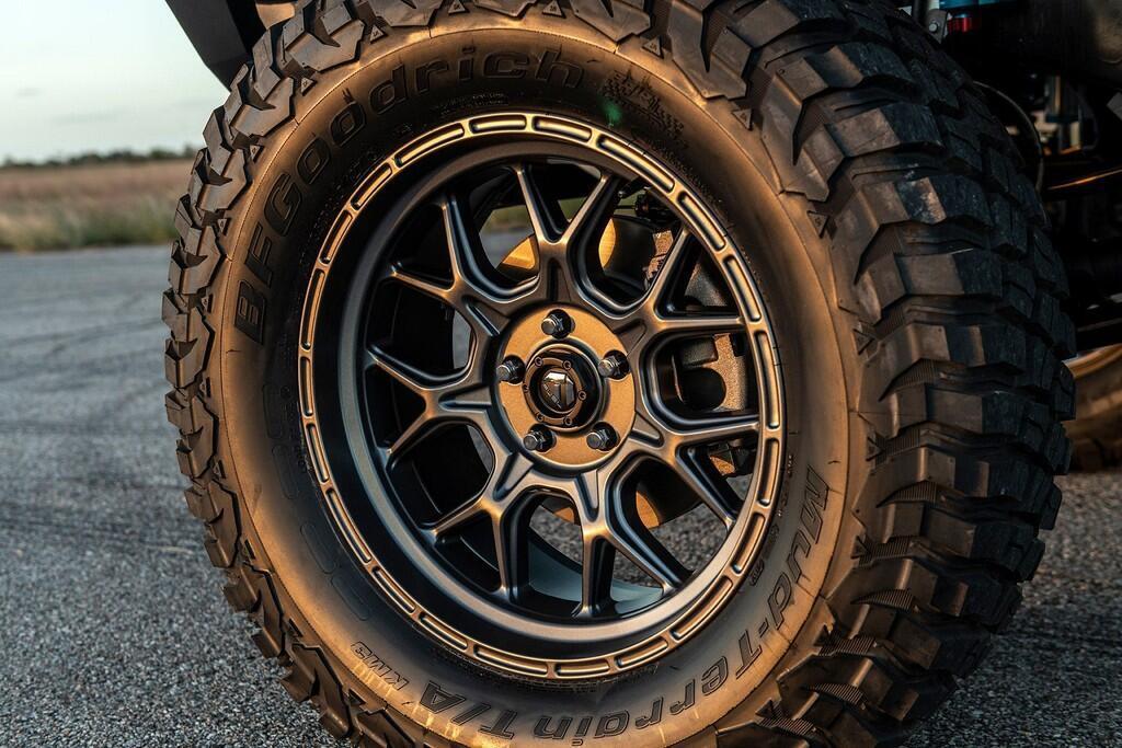 ban-do-jeep-manh-hon-1-000-ma-luc-tang-toc-ngang-sieu-xe