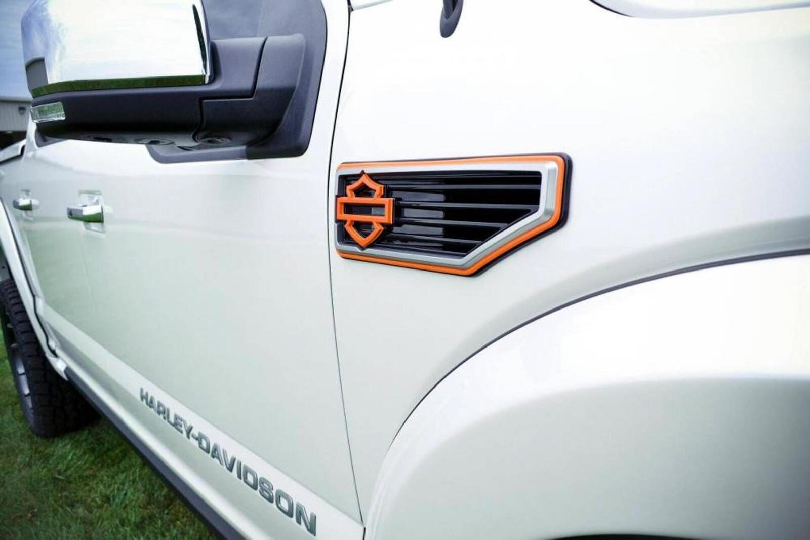 Bán tải Ford F-150 độ bởi hãng mô tô Harley-Davidson có giá bán từ 97.000 USD tại Mỹ - Hình 11
