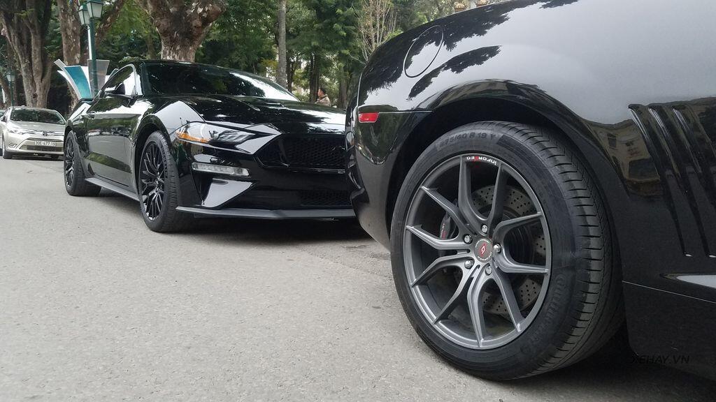 """Bắt gặp bộ đôi """"cơ bắp Mỹ"""" Camaro SS 2010 và Ford Mustang GT 5.0 Performance Package 2019 trên phố Hà Nội - Hình 12"""