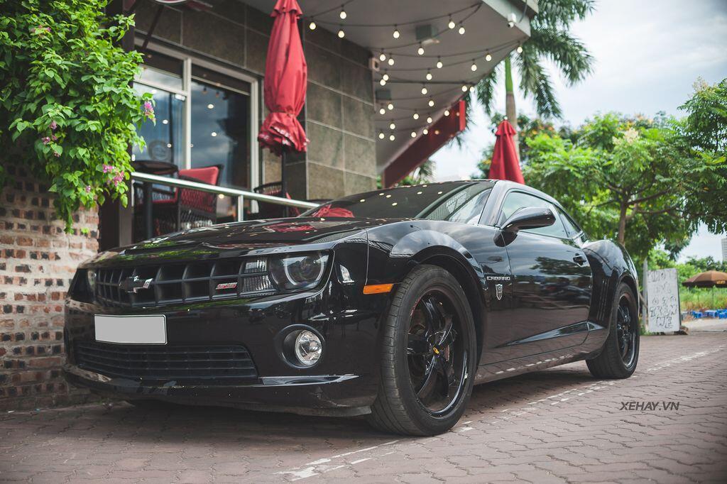 """Bắt gặp bộ đôi """"cơ bắp Mỹ"""" Camaro SS 2010 và Ford Mustang GT 5.0 Performance Package 2019 trên phố Hà Nội - Hình 2"""