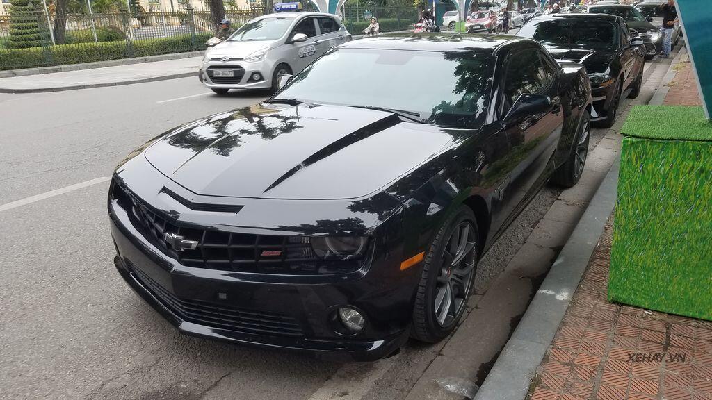 """Bắt gặp bộ đôi """"cơ bắp Mỹ"""" Camaro SS 2010 và Ford Mustang GT 5.0 Performance Package 2019 trên phố Hà Nội - Hình 20"""