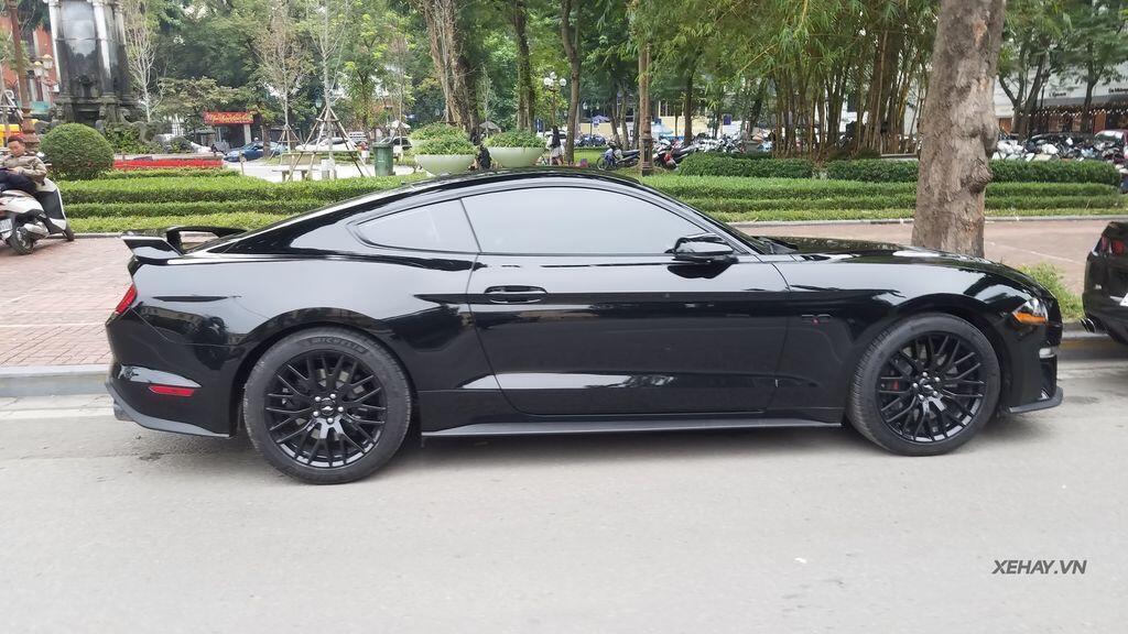 """Bắt gặp bộ đôi """"cơ bắp Mỹ"""" Camaro SS 2010 và Ford Mustang GT 5.0 Performance Package 2019 trên phố Hà Nội - Hình 4"""