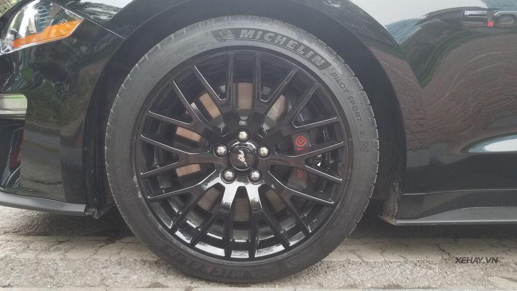 """Bắt gặp bộ đôi """"cơ bắp Mỹ"""" Camaro SS 2010 và Ford Mustang GT 5.0 Performance Package 2019 trên phố Hà Nội - Hình 7"""