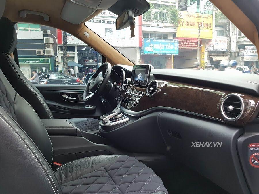 """Bắt gặp Mercedes-Benz V 250 độ """"khủng"""" của đại gia Minh Nhựa trên phố - Hình 7"""