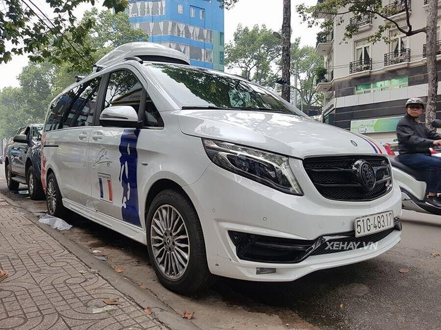 """Bắt gặp Mercedes-Benz V 250 độ """"khủng"""" của đại gia Minh Nhựa trên phố - Hình 8"""