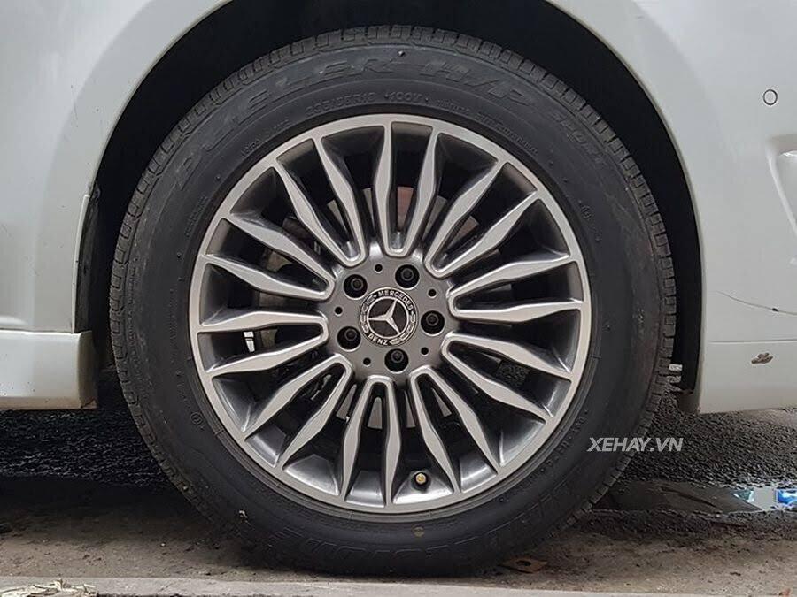 """Bắt gặp Mercedes-Benz V 250 độ """"khủng"""" của đại gia Minh Nhựa trên phố - Hình 18"""