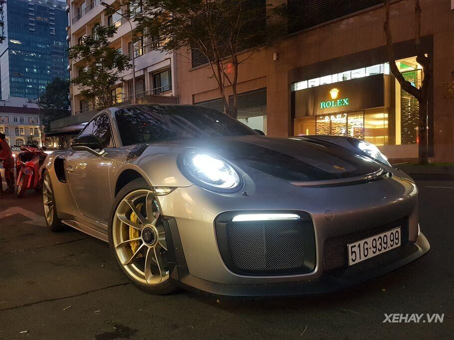 Bắt gặp Porsche 911 GT2 RS - Siêu phẩm triệu đô giữa lòng phố thị Sài Gòn