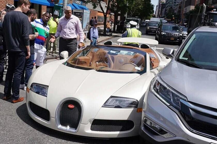 bay-gan-5-ty-vi-cu-va-cham-nhe-sieu-xe-bugatti-veyron-voi-honda-cr-v-1.jpg