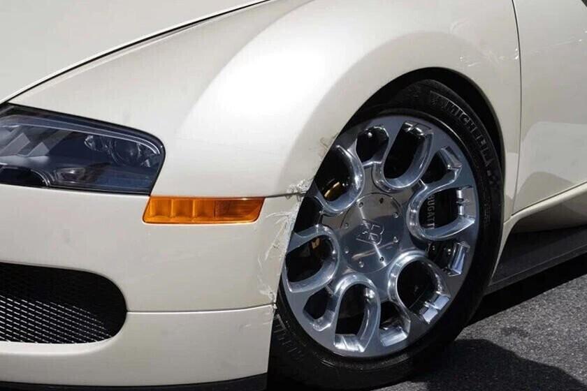 bay-gan-5-ty-vi-cu-va-cham-nhe-sieu-xe-bugatti-veyron-voi-honda-cr-v-3.jpg