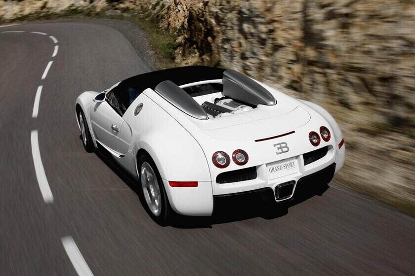 bay-gan-5-ty-vi-cu-va-cham-nhe-sieu-xe-bugatti-veyron-voi-honda-cr-v-4.jpg