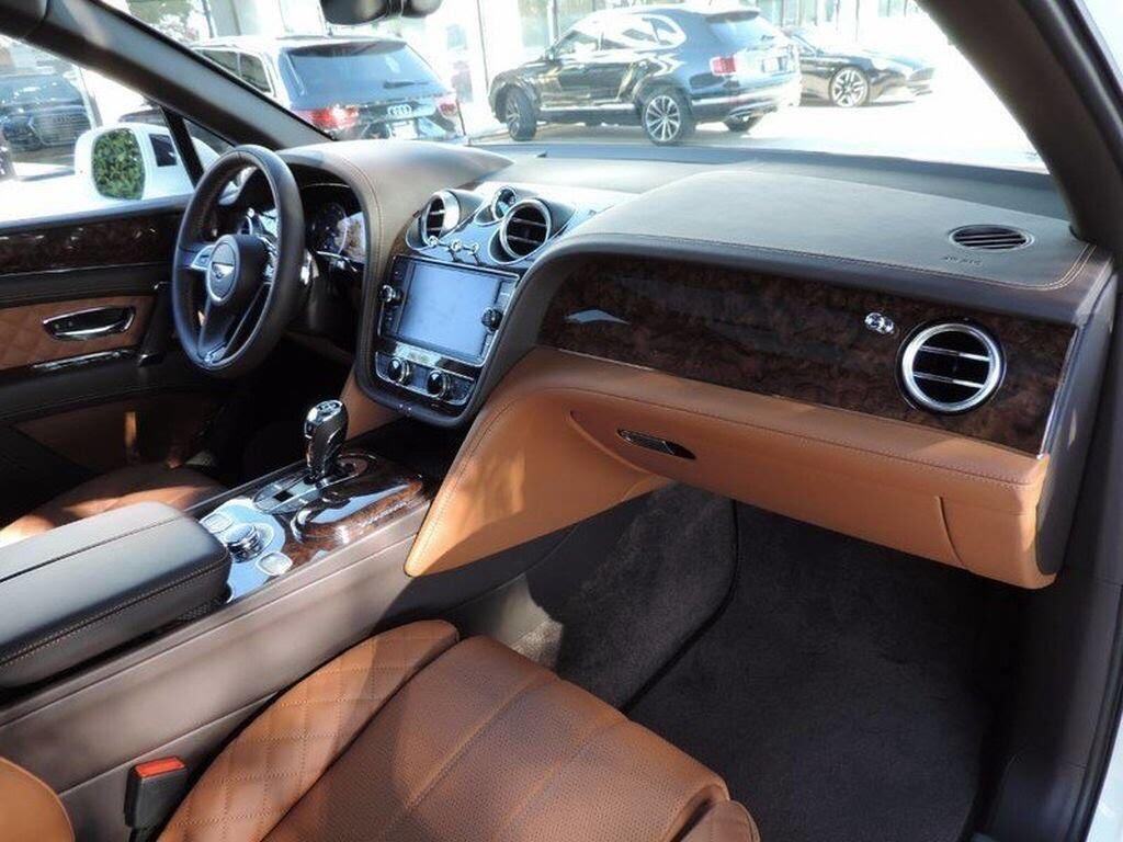 Bentley Bentayga 2017 - SUV nhanh nhất, sang trọng bậc nhất - Hình 11