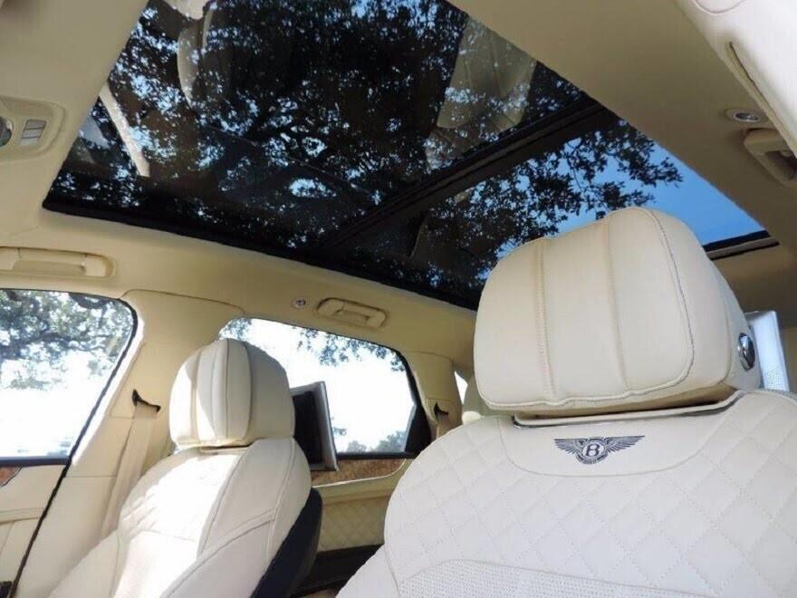 Bentley Bentayga 2017 - SUV nhanh nhất, sang trọng bậc nhất - Hình 20
