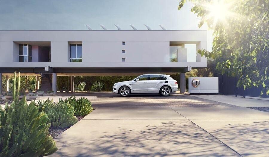 Bentley đã tận dụng tài năng của Philippe Starck để thiết kế bộ sạc cho Bentayga Hybrid - Hình 4