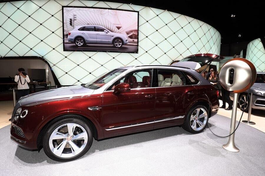 Bentley đã tận dụng tài năng của Philippe Starck để thiết kế bộ sạc cho Bentayga Hybrid - Hình 5